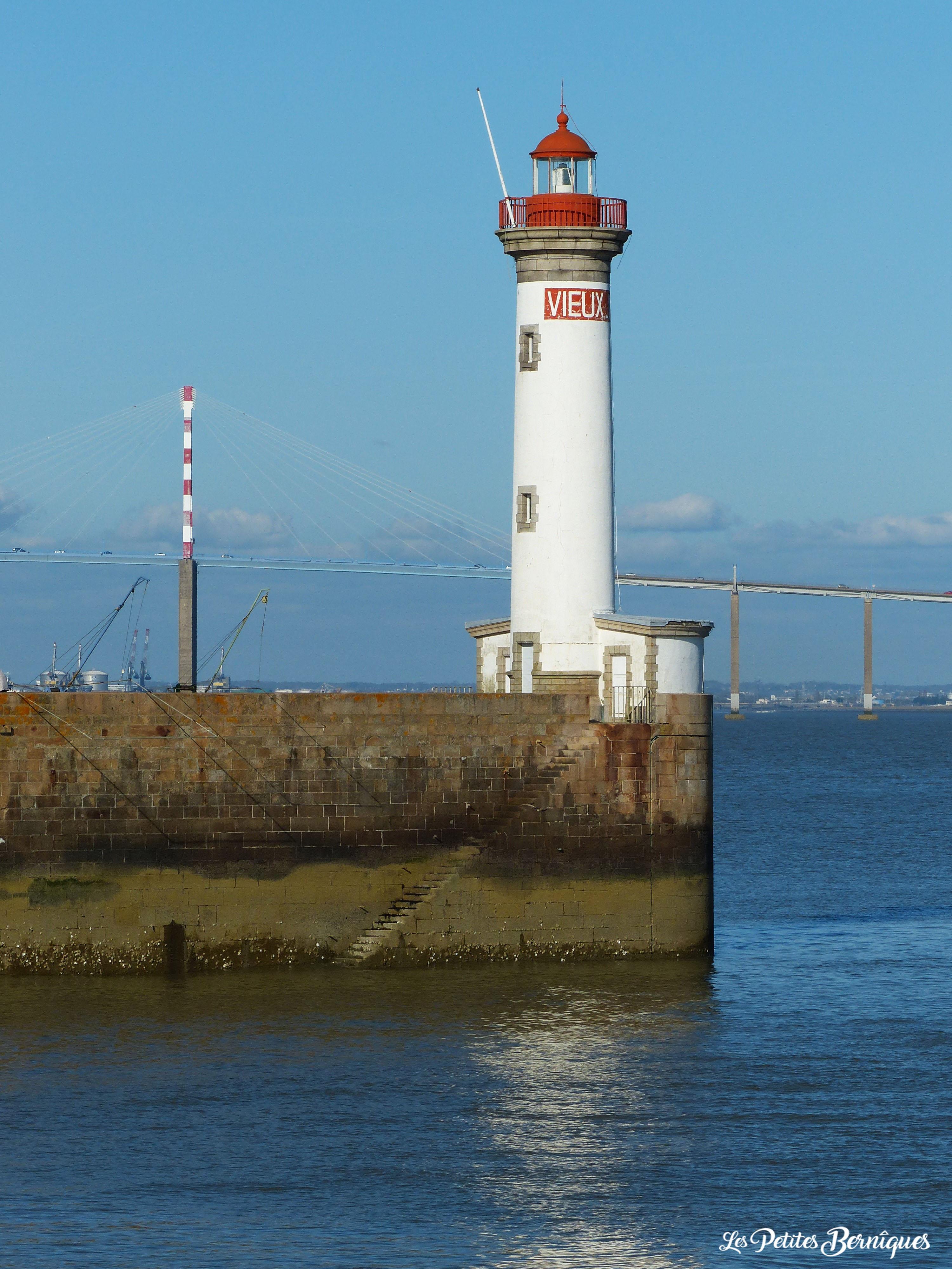 Le Vieux Mole devant le pont de Saint-Nazaire